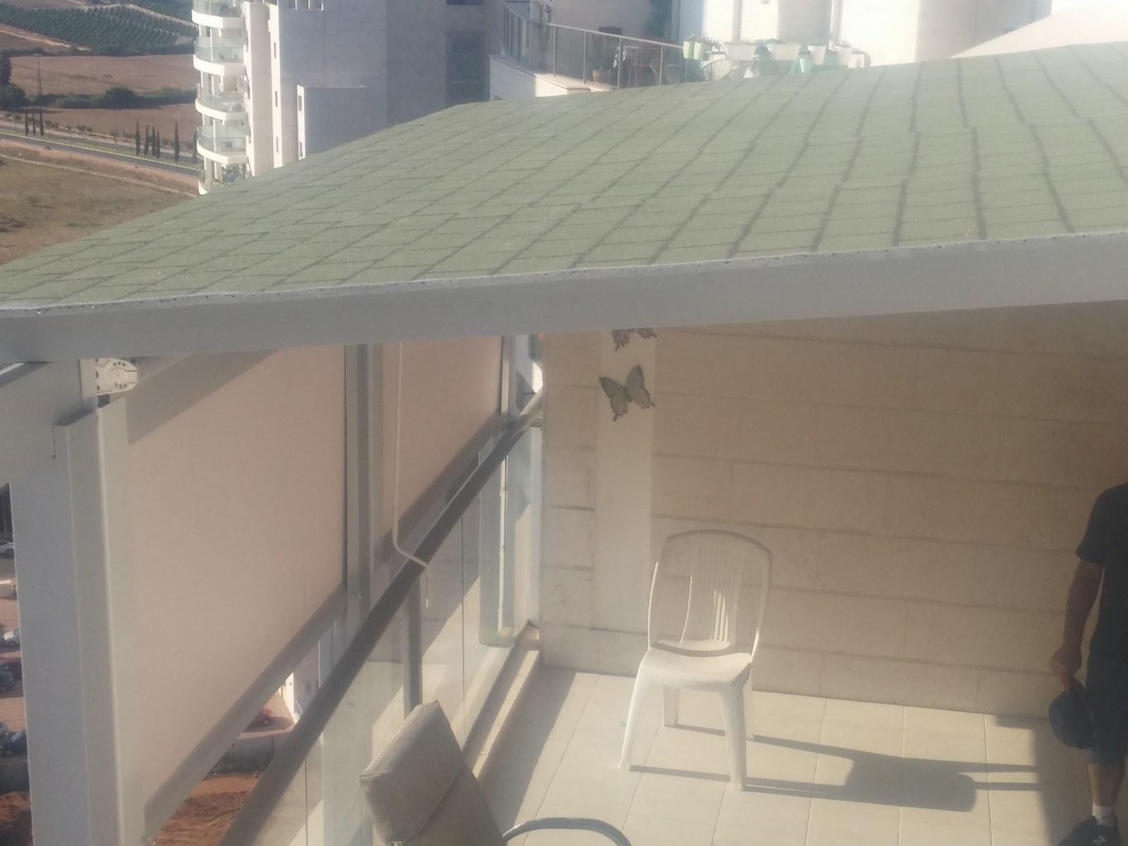 פרגולה עם גג משינגלס