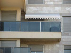 סוכך זרועות למרפסת